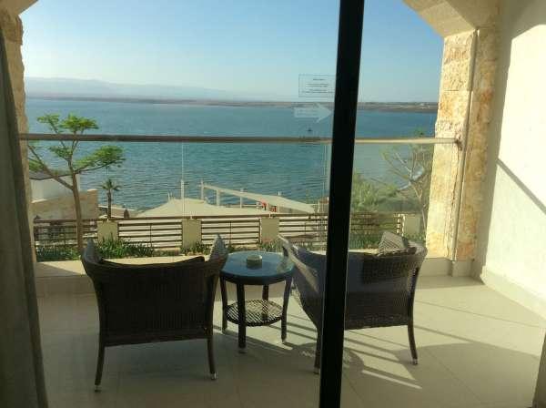 ホテルのベランダからは死海が見えます