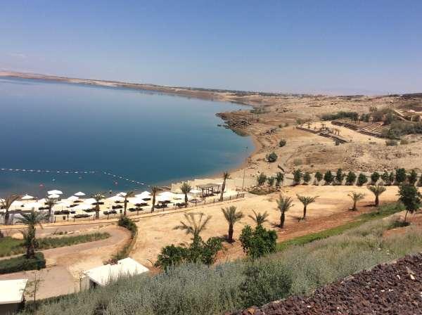 ヨルダン側から見た死海の景色