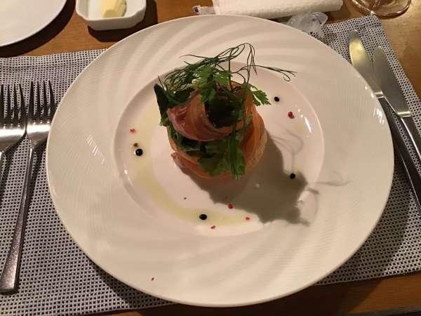 京都のフレンチ料理店ア・プ・プレのサーモン