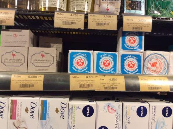 ヨルダンのスーパーマーケットの石鹸売り場