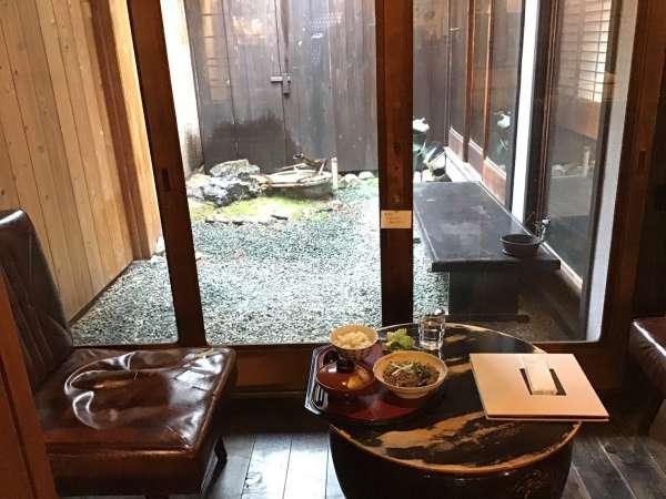 京都のえんがわカフェの店内