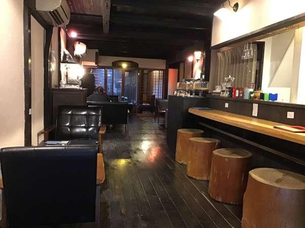京都のえんがわカフェの静かな店内