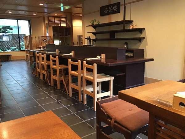 京都の一保堂 喫茶室 嘉木の店内
