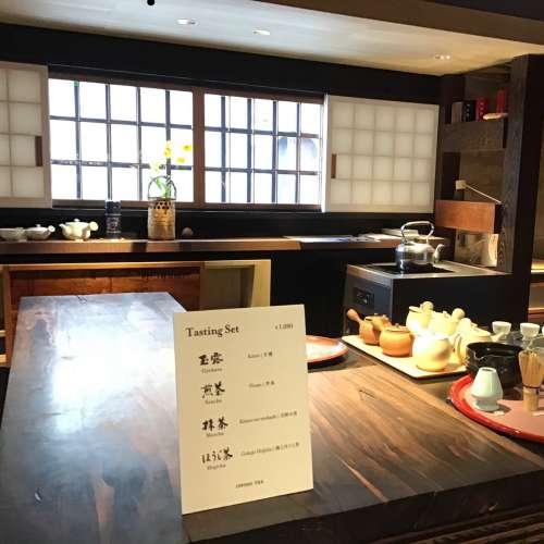 京都の一保堂のお茶テイスティングコーナー