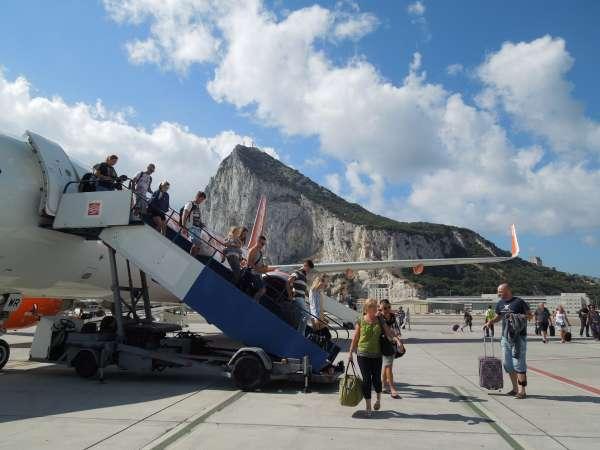 ジブラルタル国際空港の到着