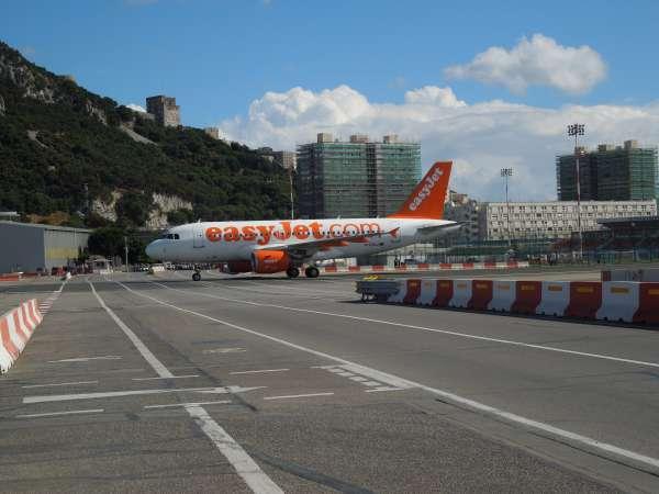 ジブラルタル空港の飛行機