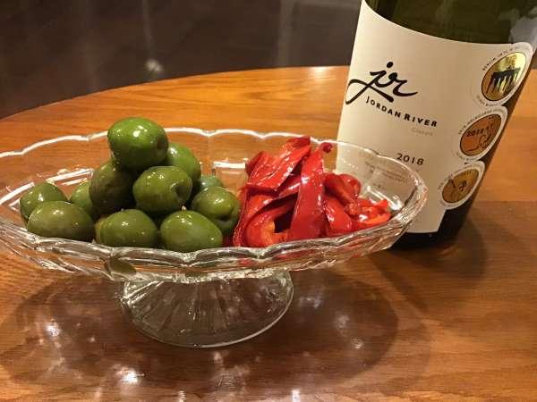 オリーブをワインのおつまみに