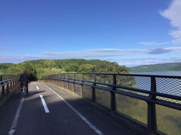 網走湖沿いのサイクリングロード