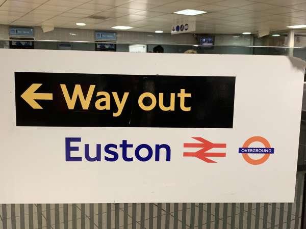 出口の表示way out