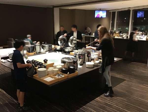 羽田空港ラウンジの食事