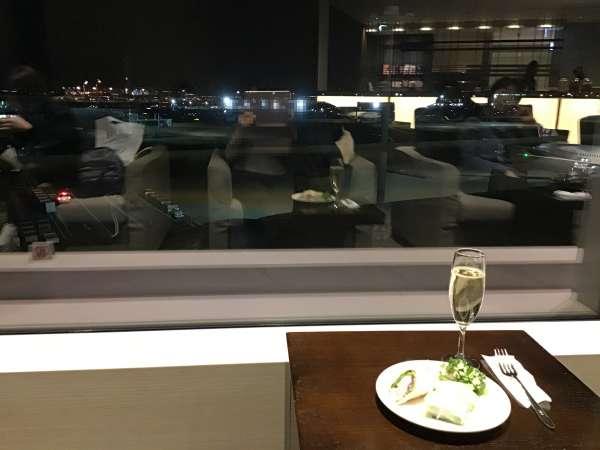 羽田空港ラウンジのワイン