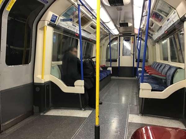 ロンドン地下鉄の中
