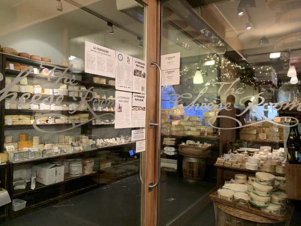 La fromagerieのチーズ売場