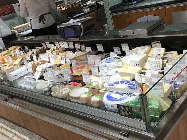 Wait Roseのチーズ売場