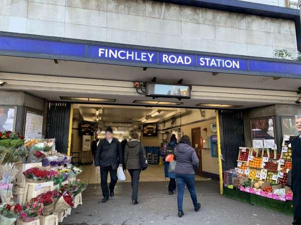 地下鉄のFinchley Road駅