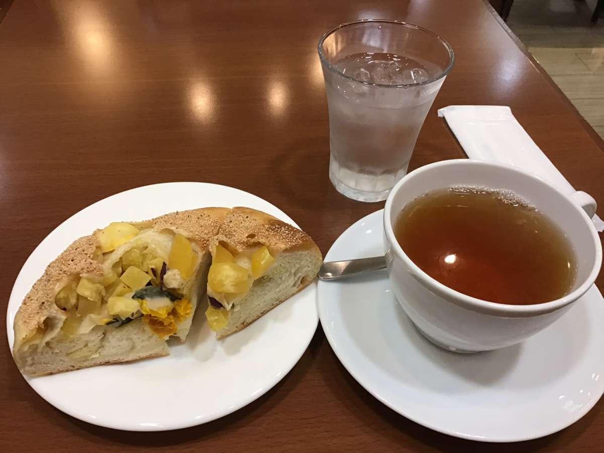 パンと紅茶のセット